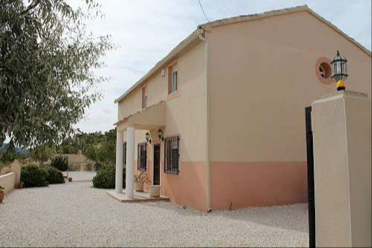 1154: country house in Abanilla