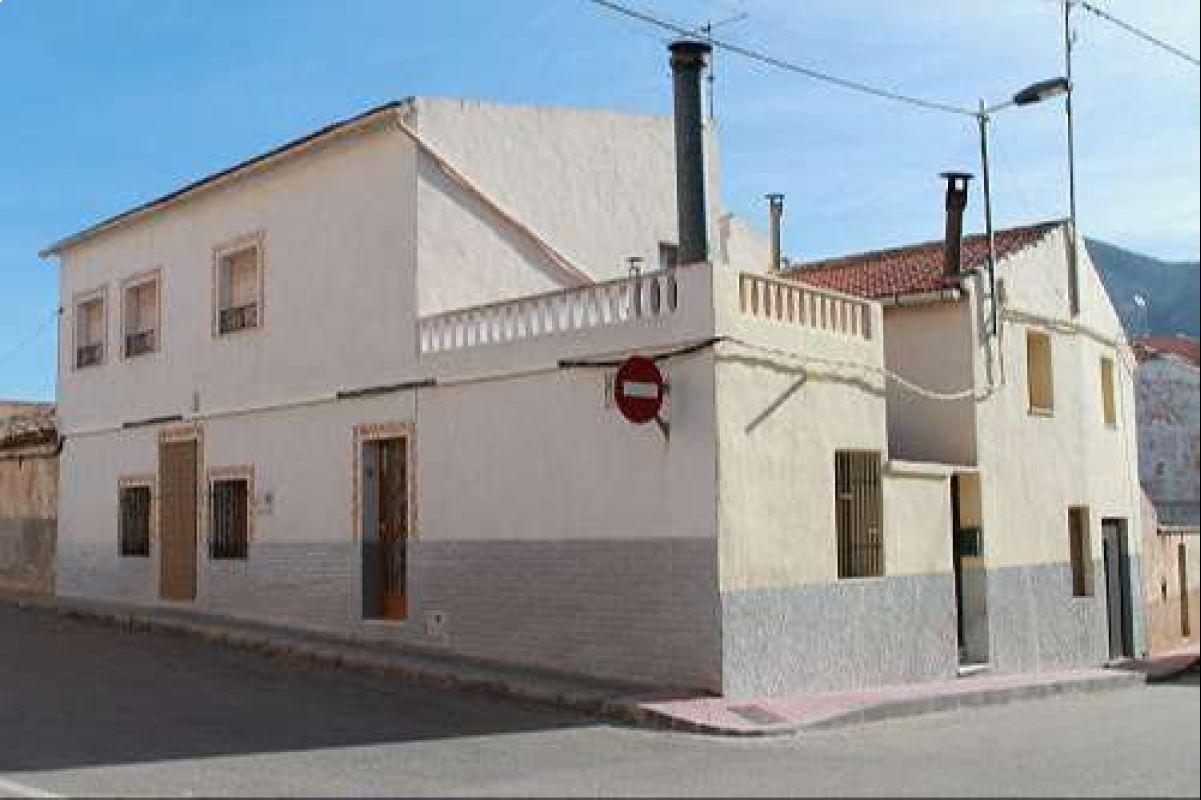 1244: Townhouse in Algueña