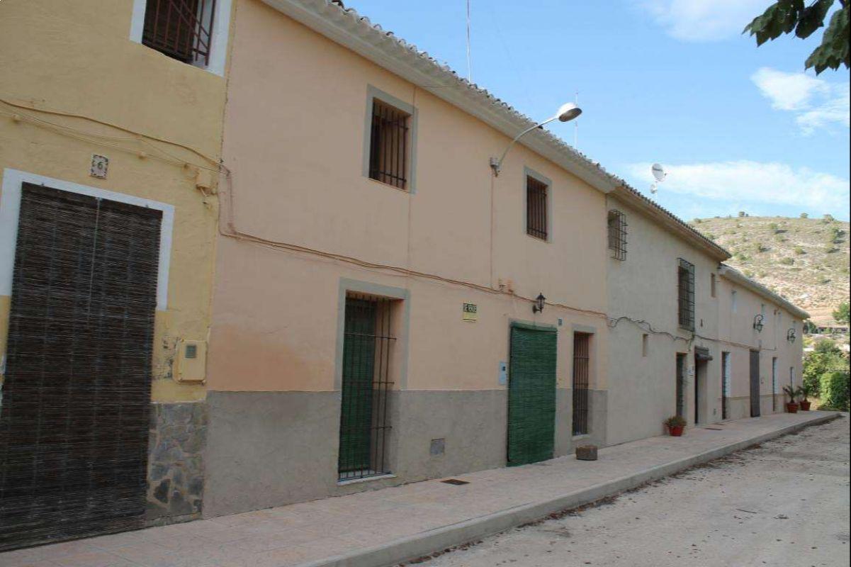 2343: Townhouse in Pinós, el/Pinoso