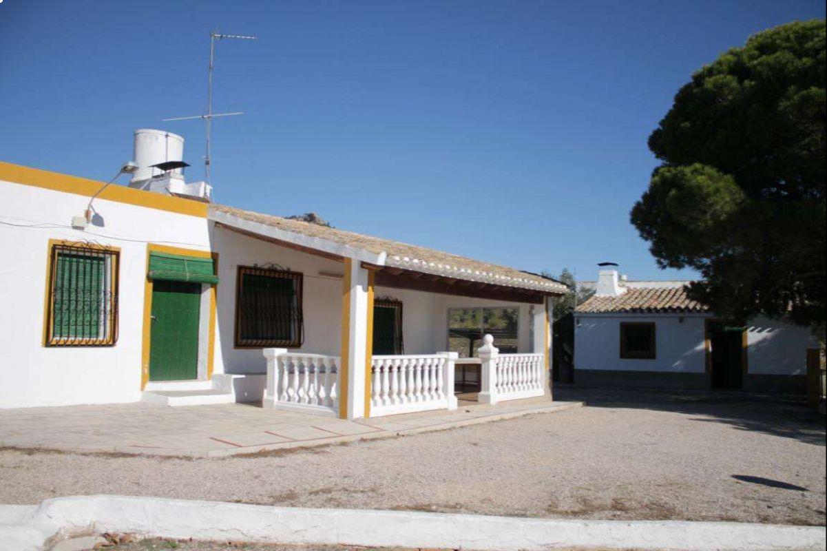 2376: House/Villa in Yecla