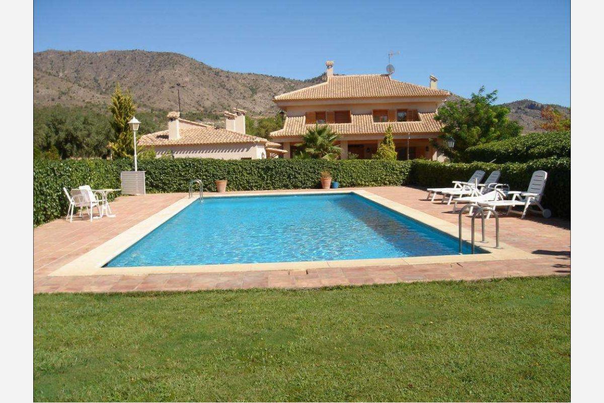 2394: House/Villa in Salinas