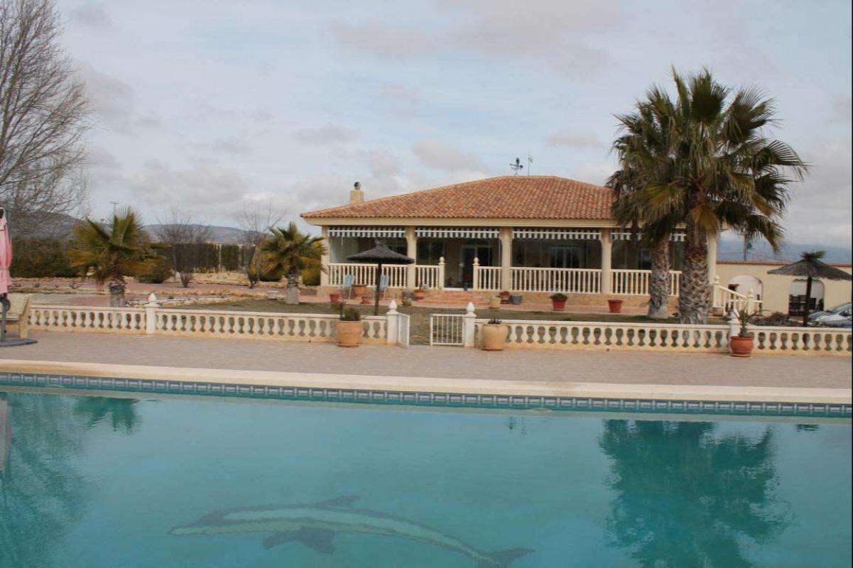 2399: House/Villa in Pinós, el/Pinoso