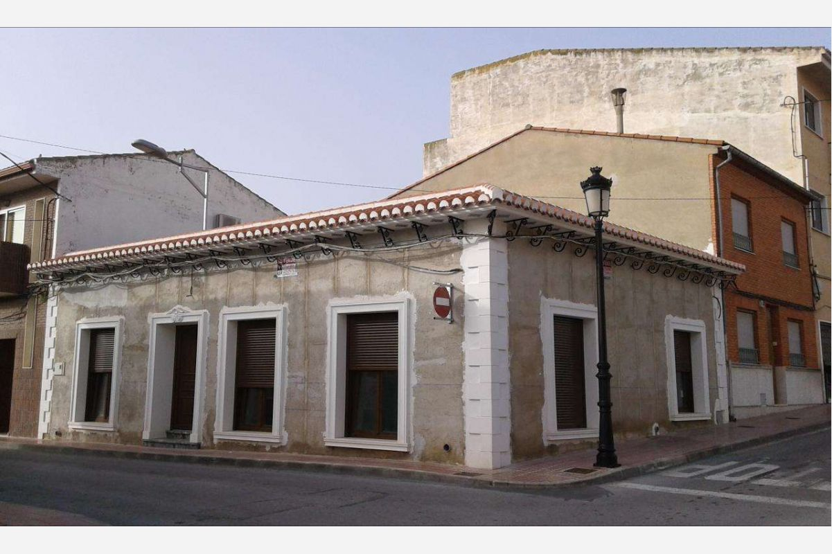 2406: Townhouse in Salinas