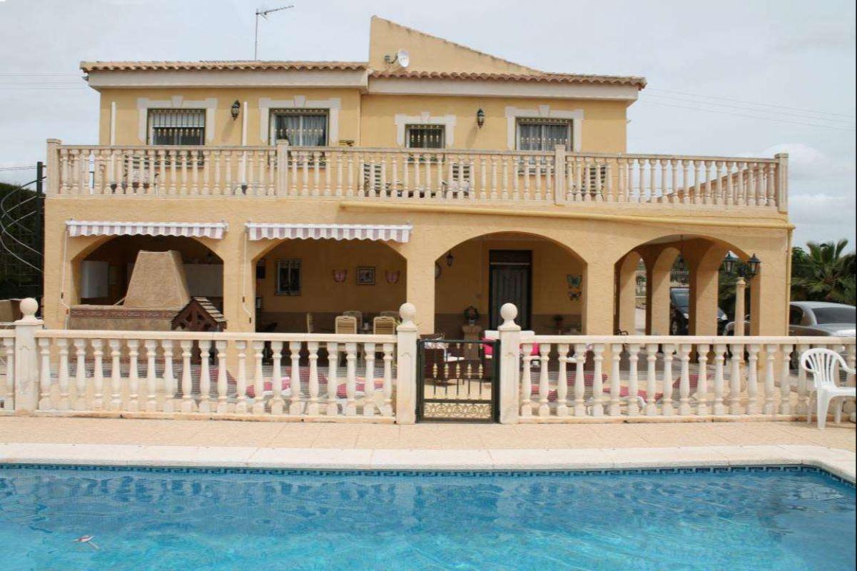 2452: House/Villa in Fortuna