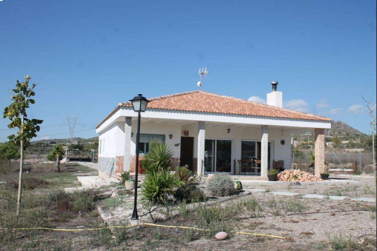 2529: House/Villa in Sax