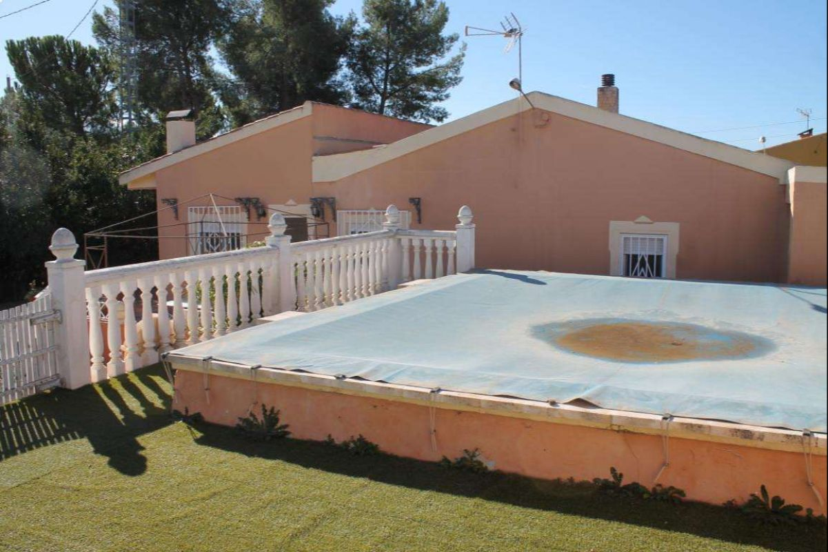 2538: country house in Villena