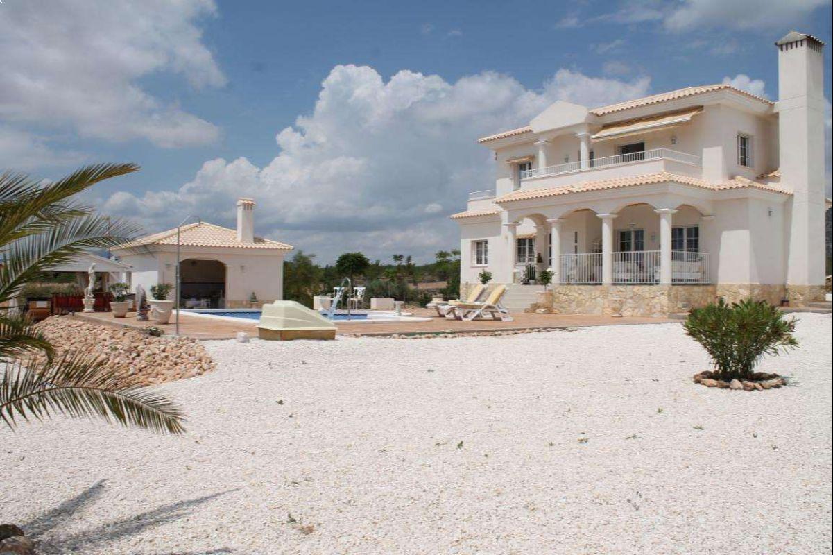2571: House/Villa in Pinós, el/Pinoso