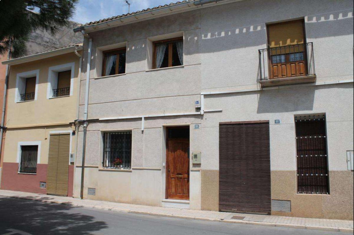2577: Townhouse in Pinós, el/Pinoso